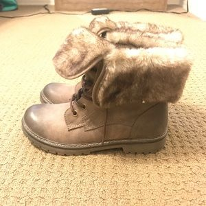 NEVER WORN Brown Combat Boots lined with fur!